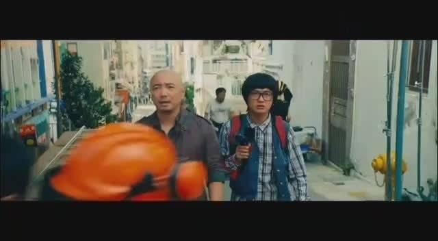 港囧:路人去香港旅游,偶遇王晶拍电影,电影霸气!
