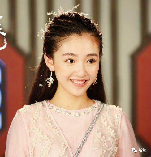 刘诗诗是第一个用网红滤镜拍照没翻车的女明星?还萌到吐血!
