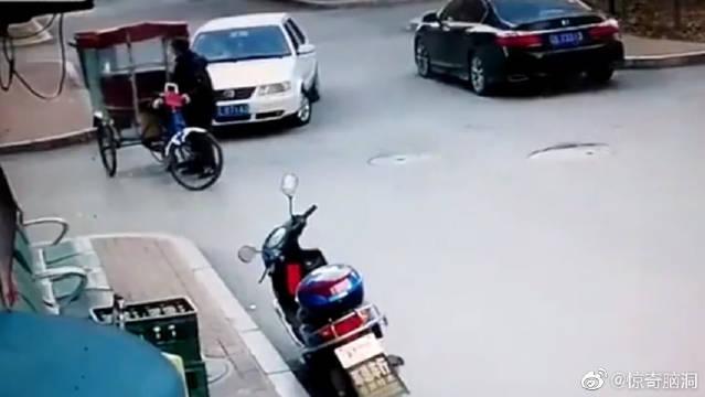 史上最尴尬的车祸现场!车祸居然也能把人逗笑?