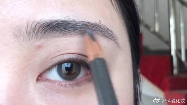 很适合秋冬的眼妆,单眼皮肿眼泡也可以!爱化妆的女人不是人