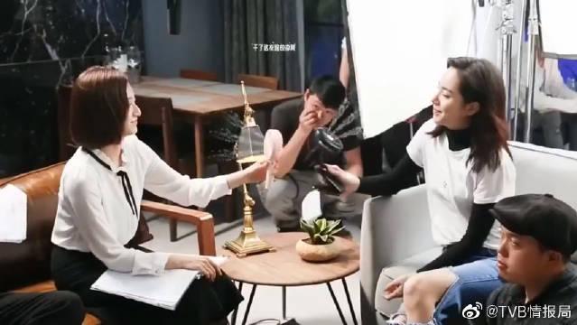 """拍戏时太热,黄宗泽&叶青在片场上演了""""解暑大战"""""""