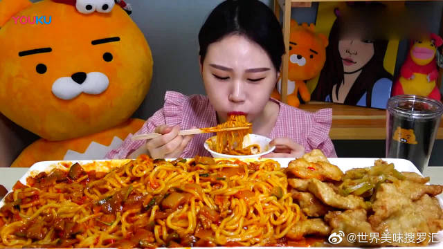 吃播大胃王,韩国卡妹一人吃一大桌的炸酱面,光听声音都饿了!