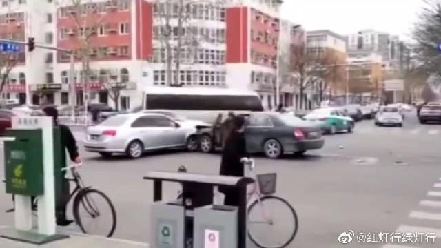 这样撞击就不是交通事故,刑事责任在等你!