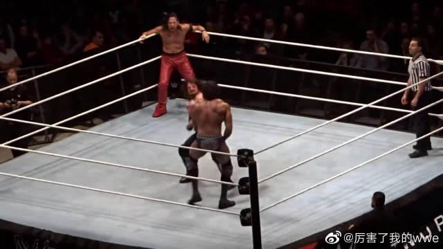 WWE三重威胁冠军战现场版,AJ中邑真辅联手揍金德狗腿辛格兄弟!
