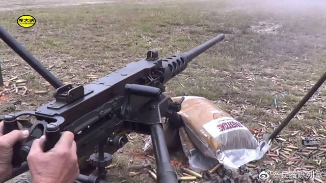这个射击靶场汇聚了各种各样的武器,论射速还是最后的MG3