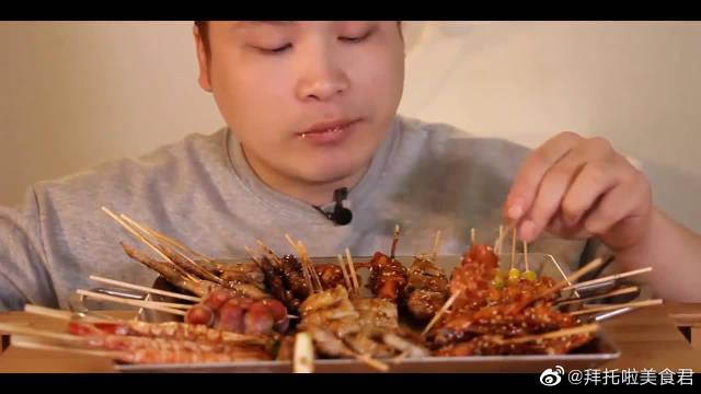 韩国吃播:十几种烤串吃的很过瘾,吃的超爽