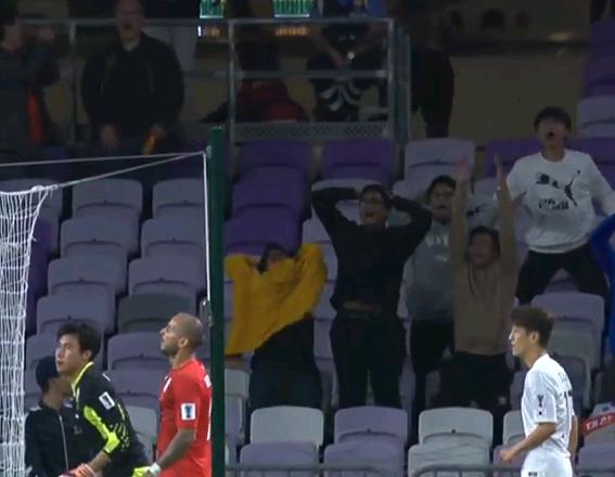 亚洲杯最诡异一战!韩国队8分钟3中门框 看台上韩球迷抓狂了