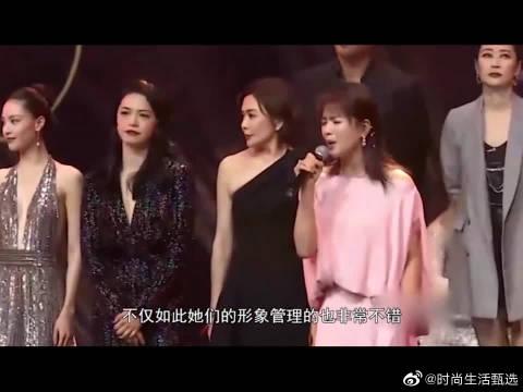 当22岁关晓彤撞上33岁杨幂,同穿长裙,年轻还是比不上气质