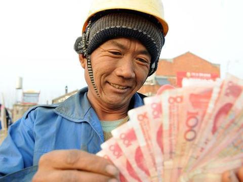 农民工工资超过白领,月薪1万以上,这钱挣得容易?