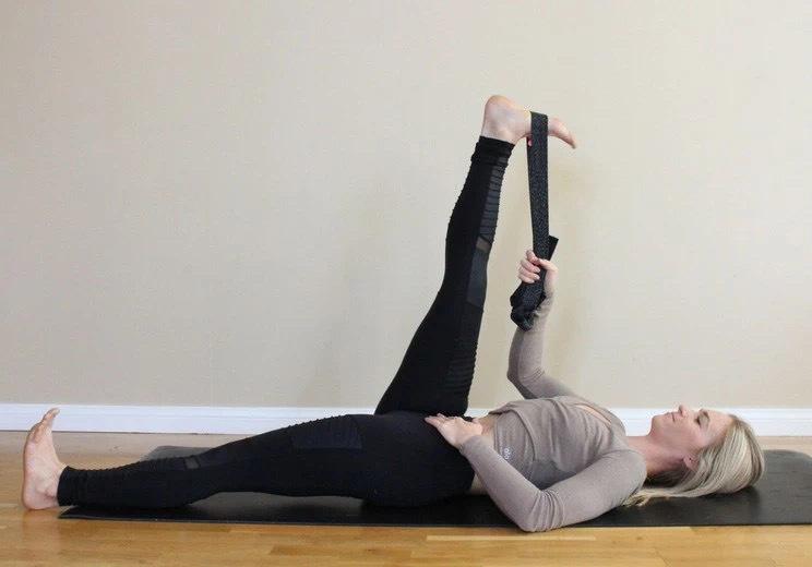 练瑜伽,大腿后侧超级僵硬,前屈下不去