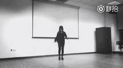 漂亮女生《Seve》舞步慢速、常速教学,已被这魔性神舞洗脑