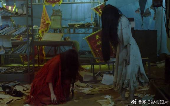 《笔仙大战贞子2》两位恐怖界顶尖女艺人跨国互撕