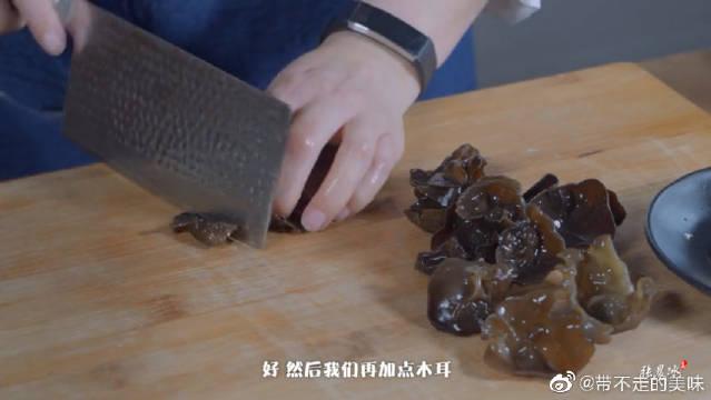 饭店大厨教做荠菜丸子,丸子鲜嫩有食欲,即营养又有颜值!
