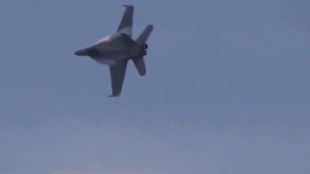 """EA-18G""""咆哮者""""电子战机展示垂直拉升与悬停技能,可以的可以的"""