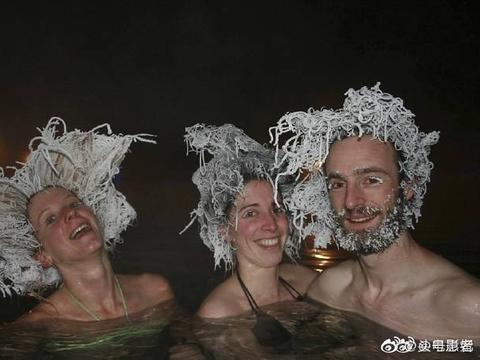 在加拿大零下30度泡温泉,头发瞬间冻住,又瞬间解冻,好带感!