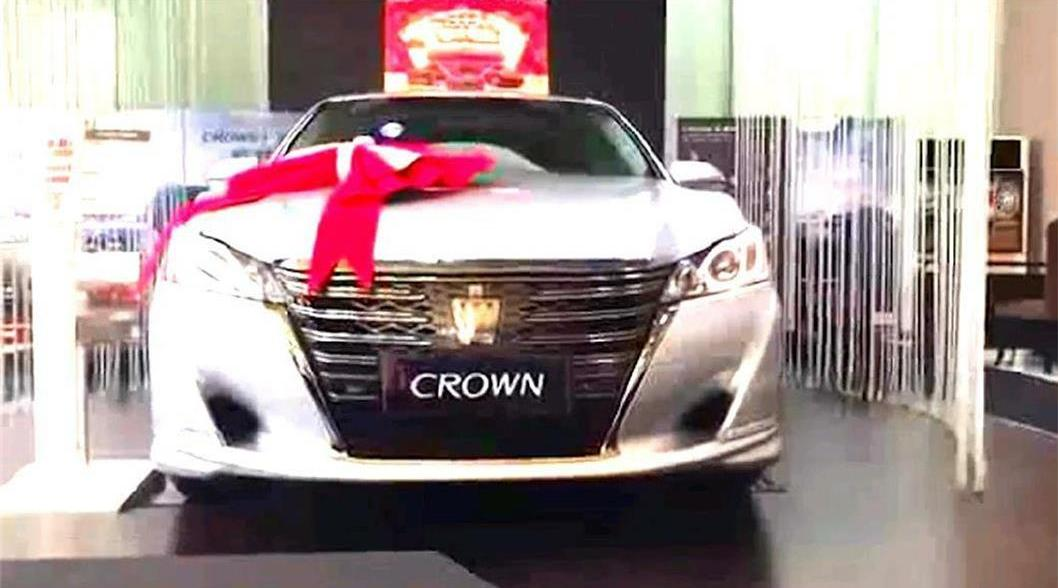视频:全新第十五代丰田皇冠到店实拍 如果引进国内亚洲龙就会哑火了吗?