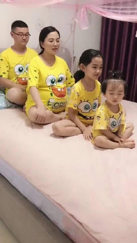 一胎女儿,二胎女儿,三胎双胞胎,这家真热闹啊!!
