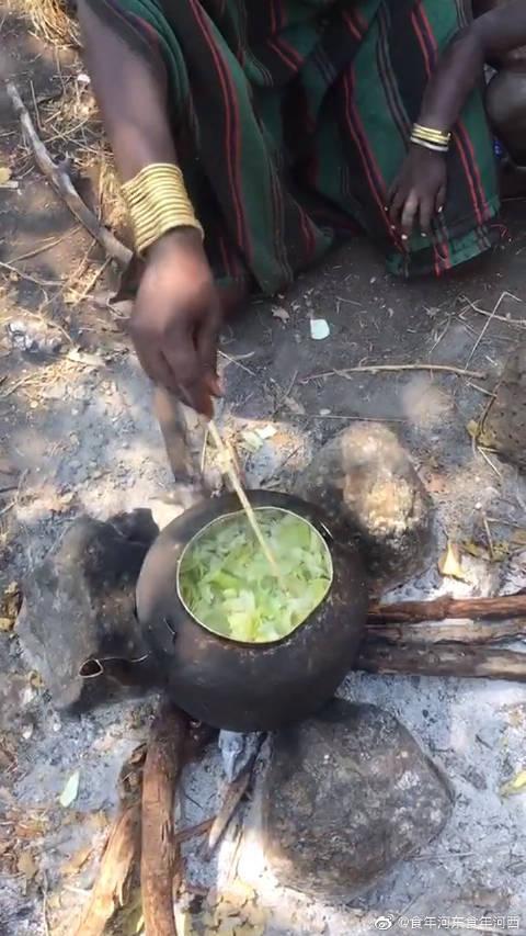 非洲原始部落,煮东西只放盐!