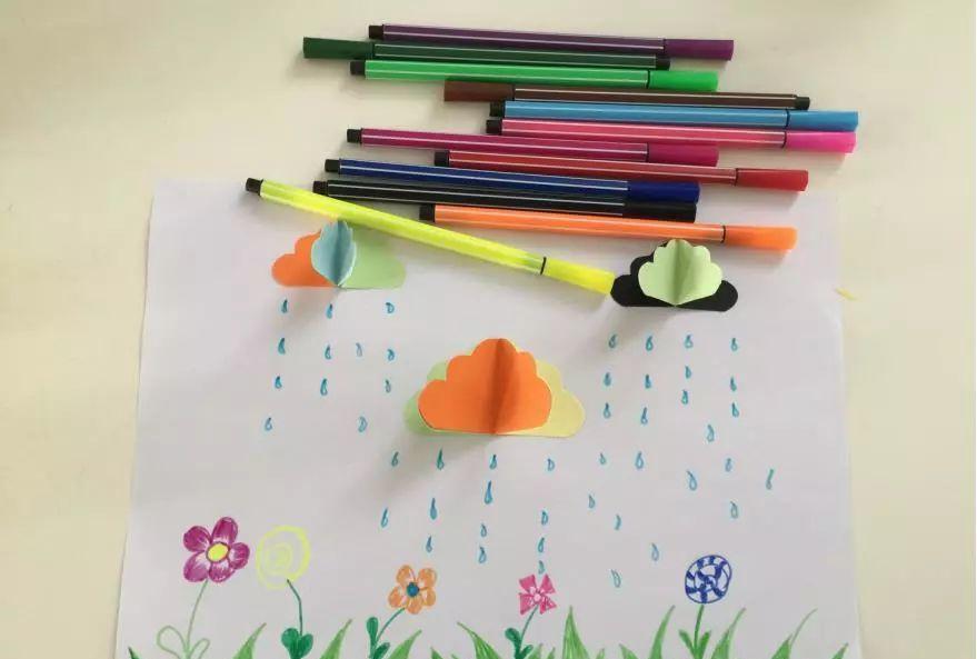【】小班创意粘贴添画美术教案——多彩多姿的云朵