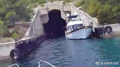 冷战时期修建的核潜艇停泊的隐秘洞库,克罗地亚地区的潜艇洞库