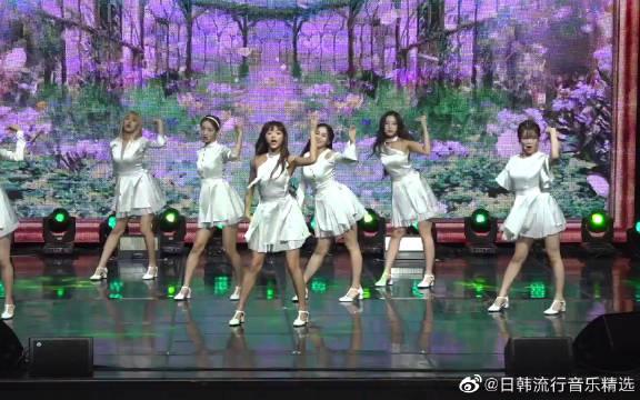 回归新曲《SSFWL》发布会首秀!展现清纯舞蹈。