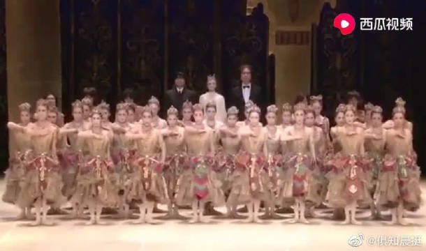 日本芭蕾舞团唱义勇军进行曲支持中国抗疫