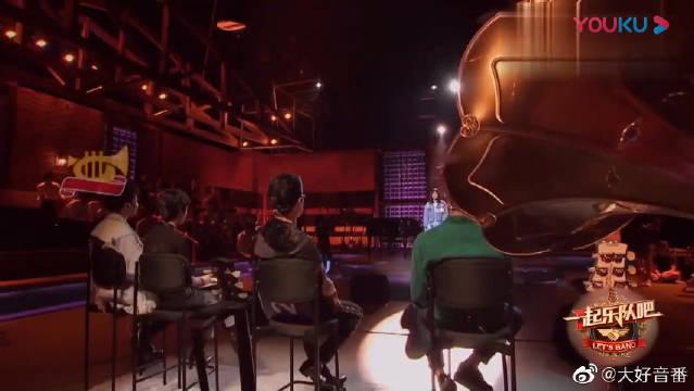 龙向楠现场演唱《我还年轻》,好声音征服全场导师!