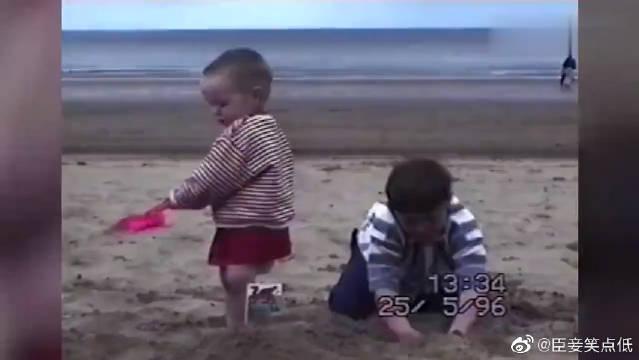 熊孩子搞笑视频合集,坑爹坑妈坑兄弟无所不坑啊!熊孩子太可爱了吧