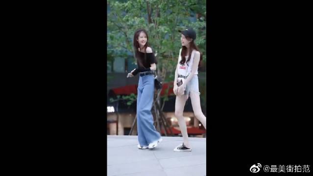 无意间拍到的一幕,这两个小姐姐逆天大长腿太抢镜!身材太好了