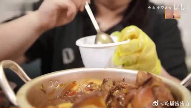 韩国胖妹秀彬,吃一锅炖鸡腿,炖的真烂乎,吃的真香啊