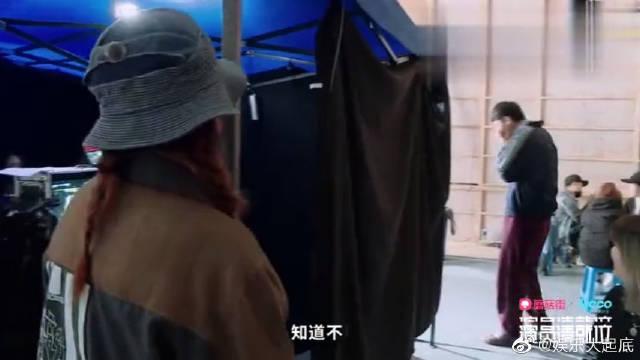 张哲瀚亲热戏遭王森围观,赵薇:少儿不宜!王森害羞捂脸