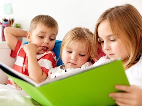亲子阅读时光是美妙的,面对孩子渴求知识的眼神,父母要坚持学习