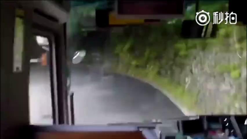 你永远想象不到公交车过五连发卡U型弯有多刺激!真是666