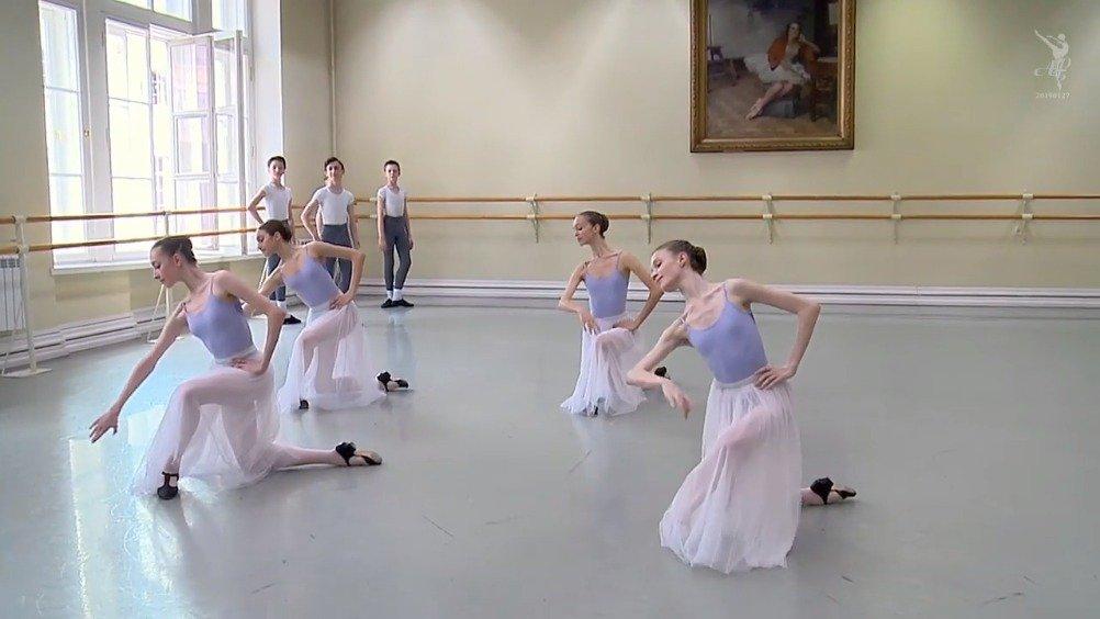 瓦岗诺娃芭蕾舞校一年级性格舞 教师
