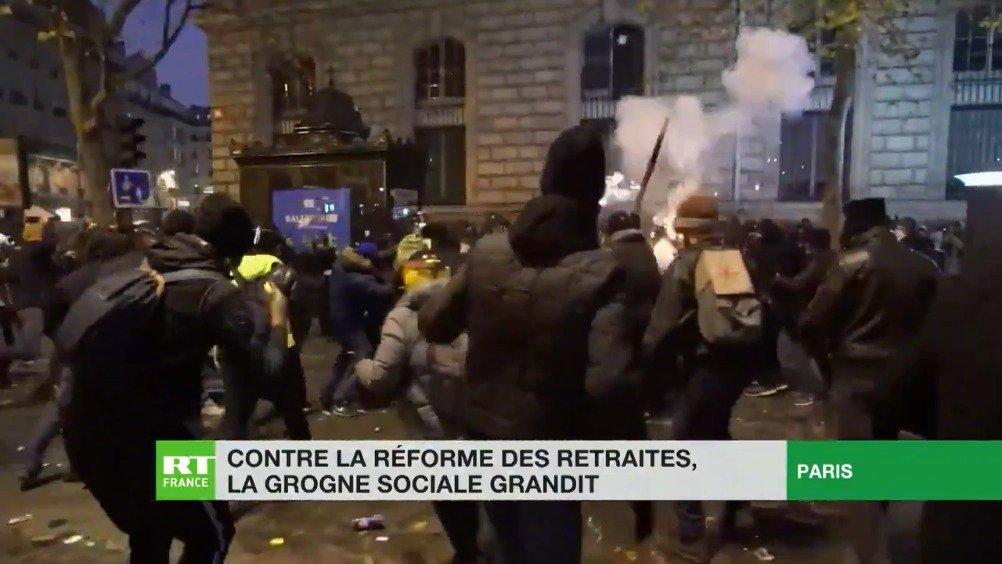法国工会大罢工 防暴警察与示威者持续冲突