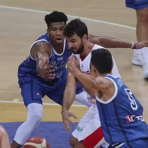 希腊84-70战胜土耳其的比赛中,字母哥和塔纳西斯的精彩表现!!