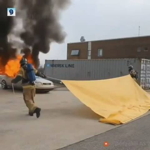 汽车灭火毯,耐温1000度,20秒快速灭火。