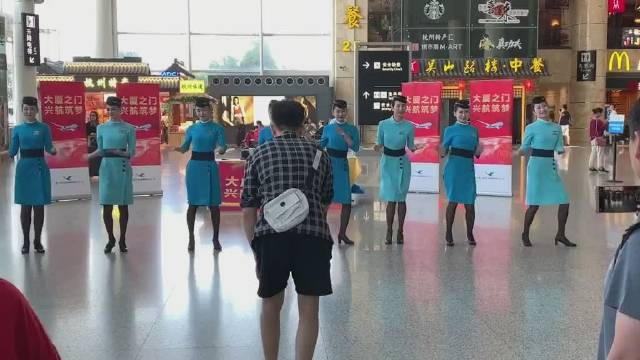 来自厦门航空公司:有才艺的女生颜值都不差