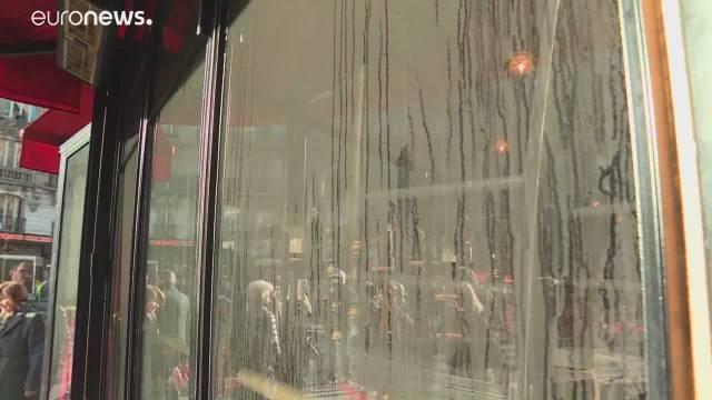 巴黎百年咖啡馆遭人为纵火