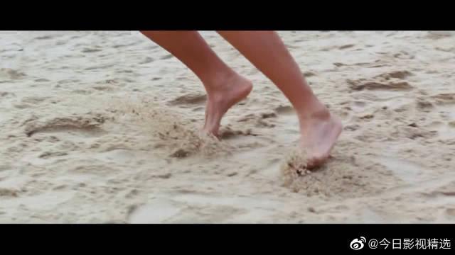身怀绝技的美女们,沙滩排球大战,好多中国小伙围观。