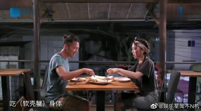 谢霆锋请邓紫棋吃柬埔寨大餐,结果菜一端上桌,邓紫棋吓得飙高音