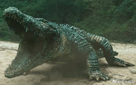 商人为了牟利,用鳄鱼做实验,不料培育出一个暴戾无常的变异巨鳄