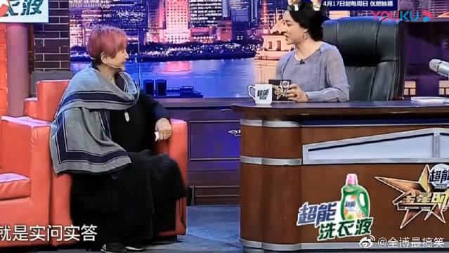"""""""影后""""郑佩佩做客金星秀,70岁染红发,""""华夫人""""真是让人难忘!"""