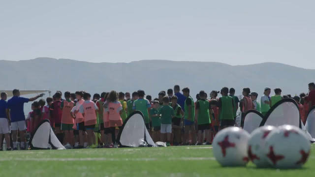 """国际足联在黎巴嫩开启的新项目:""""校园足球:画面"""