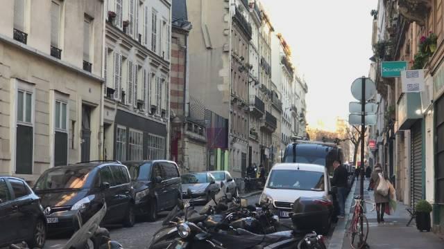 """巴黎旧时红灯区里的旅游网红点近日光明正大""""换新颜"""""""