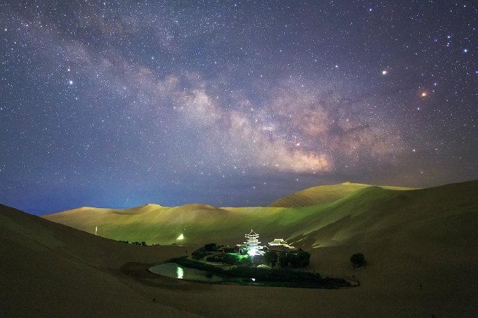 星空下的甘肃,在千年世界遗产前仰望千古星空!