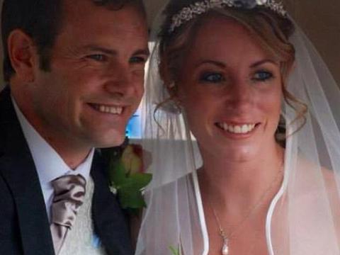 英顶级赛马教练妻子与骑手暧昧致丈夫抑郁自杀,竟称:只是开玩笑