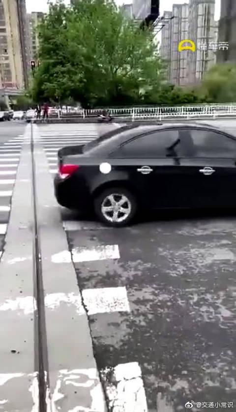 视频:这把算是科鲁兹赢了,还赚了个车门!
