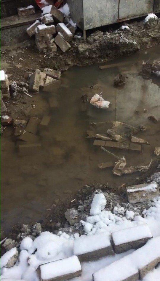网友爆料: 桂林路,地下返热水!