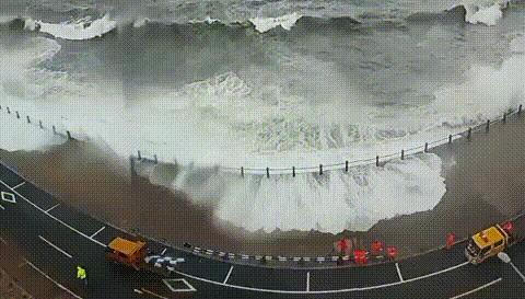 台风过后,青岛不仅可以捡到海鲜,还能欣赏到别致的风景